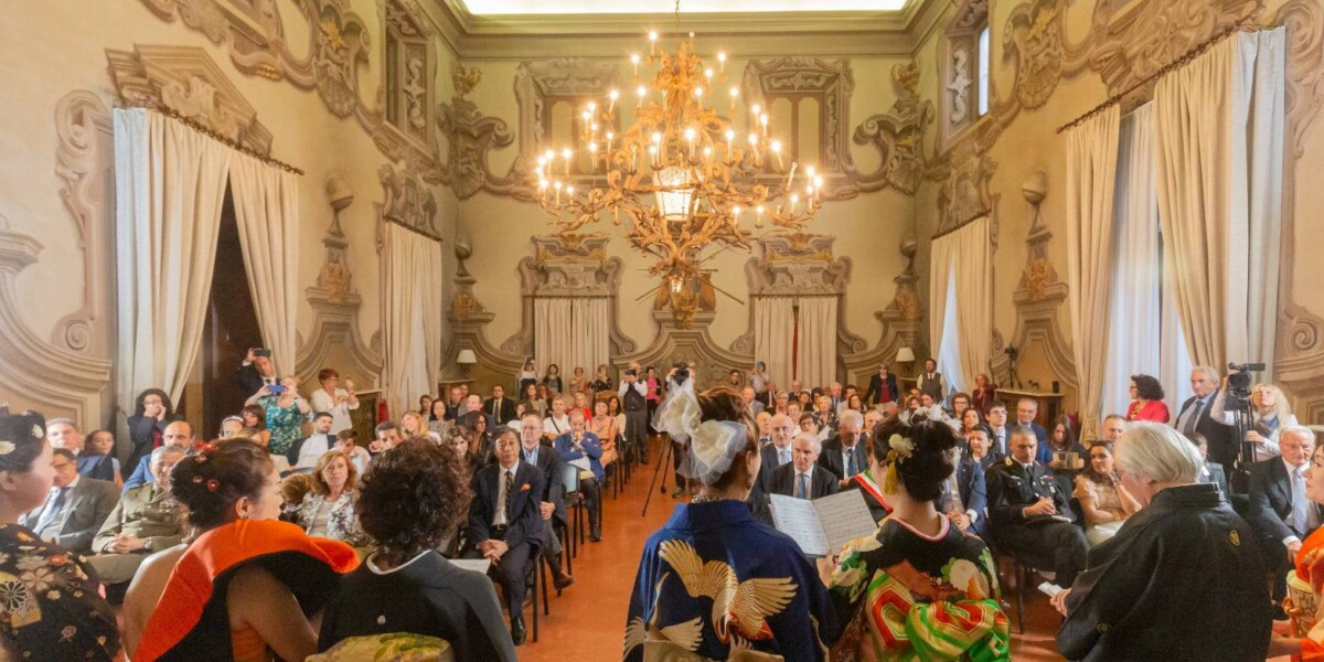 「2019年ピアツェンツァ県庁レセプションルームにて。」